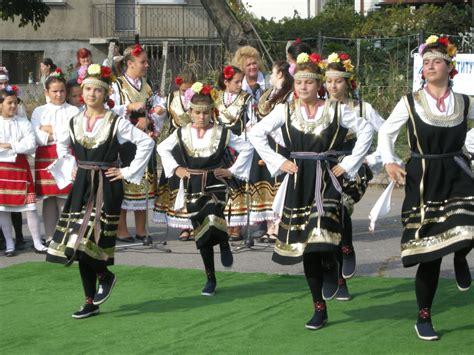 File:Bulgarian Girls 02.jpg - Wikimedia Commons