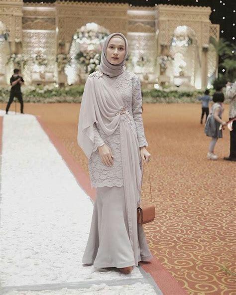 Dengan baju kondangan yang satu ini akan membuatmu tampak elegan, loh. 9 Ide Penampilan Wisuda dengan Kebaya dan Hijab Syar'i ...