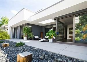 Terrasse Gestalten Bilder : terrasse puristisch gestalten so richten sie moderne eleganz ein ~ Orissabook.com Haus und Dekorationen