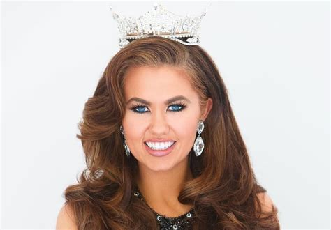 Cara Mund - How tall is she? - Height, Weight and Body ...