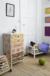 Papier Deco Meuble : relooker des meubles avec du papier peint bricobistro ~ Teatrodelosmanantiales.com Idées de Décoration