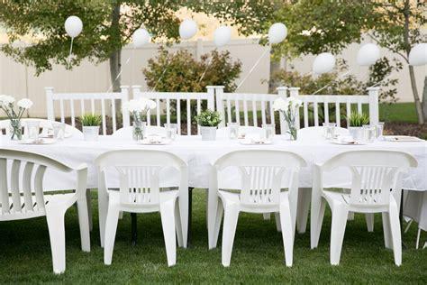 throw   white dinner party  diner en blanc