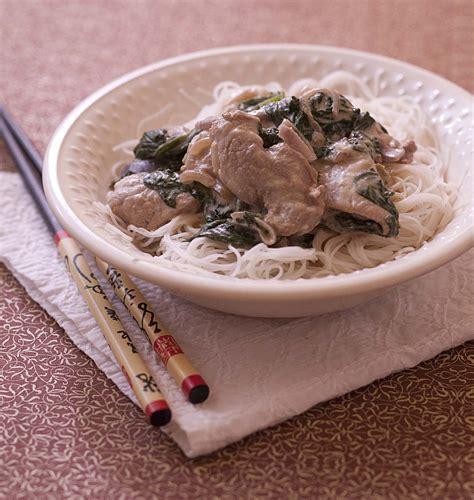 recettes de cuisine au wok wok de filet mignon de porc au lait de coco et épinards