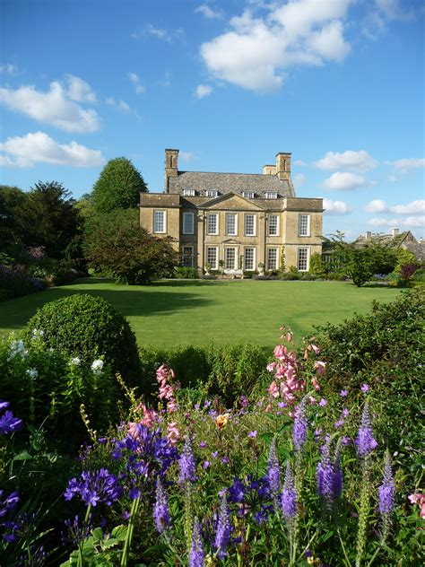 Backyard Tours by Cotswolds Exclusive With Highgrove Garden