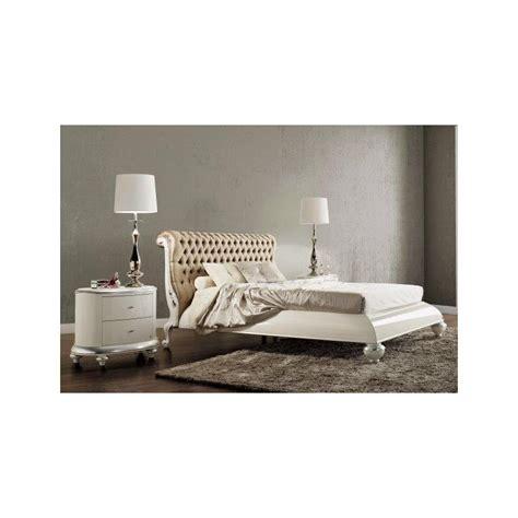 lit  tete de lit de luxe capitonnee beige  personnes milan