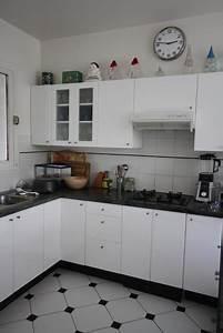 Deco photo cuisine et maison contemporaine bois noir et for Deco cuisine avec chaise bois et blanc