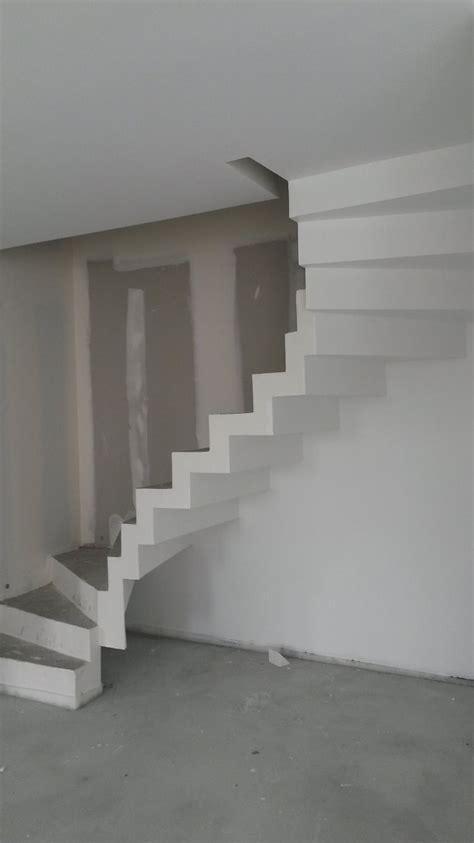 escalier coule en place maison design goflah