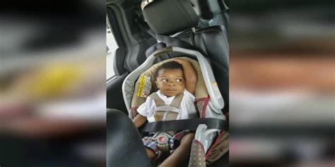 quand changer de siege auto la maman filme bébé dans siège d auto puis quand
