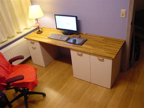 Using the ikea table tops and ikea legs you can custom build your own ikea desk to fit your modern home and lifestyle! Custom computer desk - IKEA Hackers