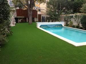 gazon synthetique autour d39une piscine dans un jardin With gazon synthetique autour d une piscine