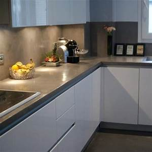 Cuisine blanc gris cuisine zen meubles couleur ivoire et for Cuisine blanche plan de travail gris