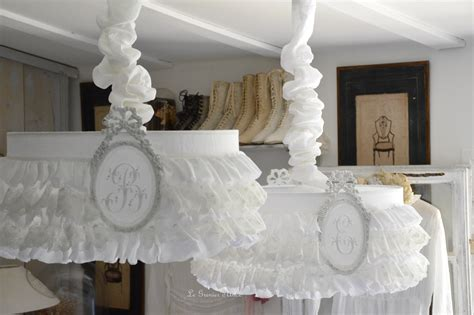 chambre style shabby rideau volant dentelle blanche le grenier d 39