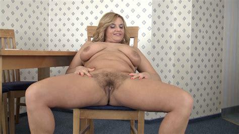 Lariona Zeigt Sich Einfach Gerne Nackt