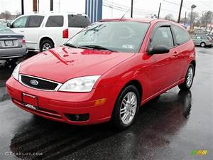 Ford Focus 2006 : 2006 infra red ford focus zx3 se hatchback 46500453 photo ~ Melissatoandfro.com Idées de Décoration