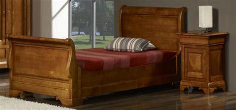 chambre louis philippe merisier massif lit bateau camille 90x190 en merisier massif de style