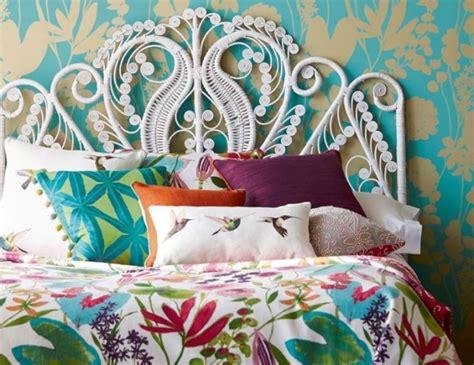 2 couleurs dans une chambre où trouver une tête de lit en rotin joli place
