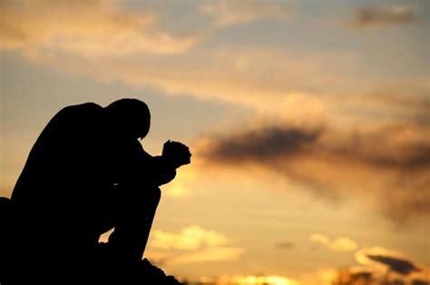 Orando Por Alguém Que Não Merece  Amilton Menezes