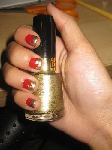 hogwarts mini series gryffindor nails portrait  mai