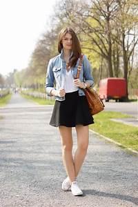 Kleid Mit Jeansjacke : 4 days 4 ways wie tr gt man eine jeansjacke 3 ~ Frokenaadalensverden.com Haus und Dekorationen
