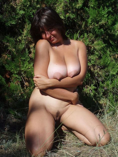 Big Mature Wife With Big Boobs Posing Outdoors Russian
