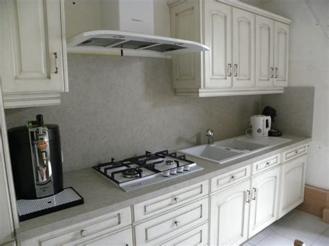 cuisine en blanc cuisine contemporaine blanc cassé patine chocolat gilles