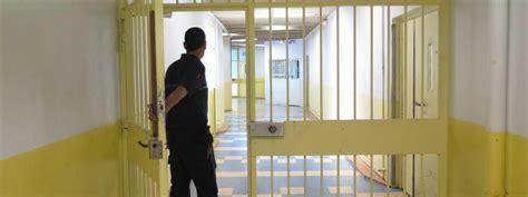 deux surveillants bless 233 s 224 la prison d osny le parquet antiterroriste se saisit de l enqu 234 te