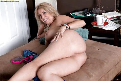Hot Mature Amateur Laura Layne Loses Jeans And Thong Panties And Bares Big Tits