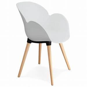 Chaise Blanche Plastique : chaise tendance au design scandinave sitwel blanc vistadeco ~ Teatrodelosmanantiales.com Idées de Décoration