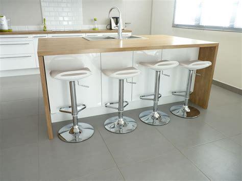cuisine blanc bois 10 idées de cuisines aux meubles laqués blancs et bois