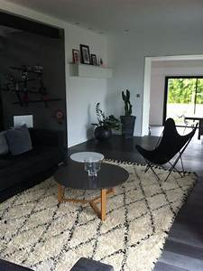 1000 idees sur le theme tapis noir et blanc sur pinterest With tapis berbere avec canapé jaune curry