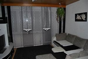 Vorhänge Wohnzimmer Grau : wei silberne schiebegardine mit dekonetzen f rs wohnzimmer ~ Sanjose-hotels-ca.com Haus und Dekorationen