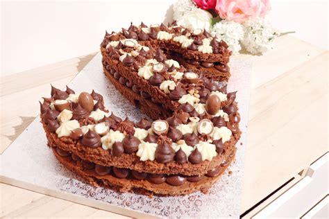 Recette du number cake 20 aux trois chocolat pour fêter le nouvel an ! Number cake 3 chocolats | Molly cake chocolat, Gâteau ultra moelleux, Chocolat