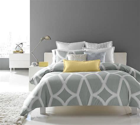 chambre grise et chambre sobre grise et jaune