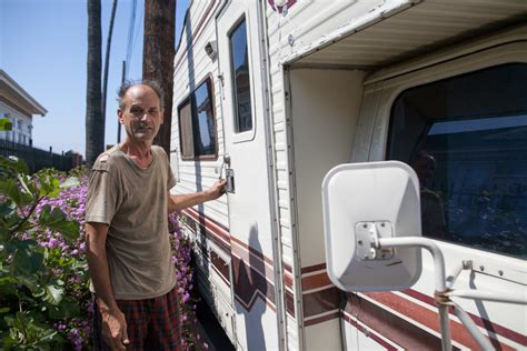 infographic number  homeless living  cars rvs  la