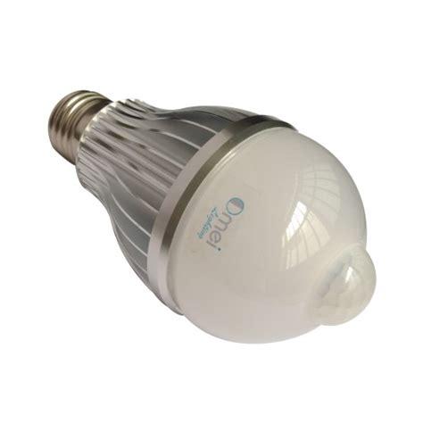 white 8 watts led motion sensor light bulb e26 e27