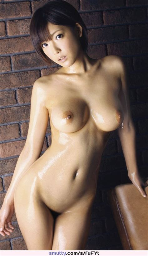 Asian Beauty Shows Off Her Oiled Naked Body Smutty