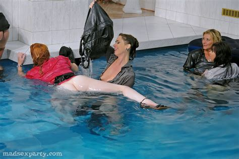 Milf Cfnm Pool Naked Images Comments 1