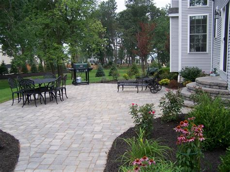 paver patio landscaping ideas paver on pinterest retaining wall blocks raised patio and patio