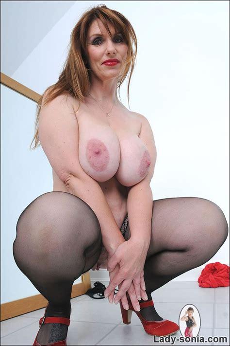 Curvy biusty british brunette milf josephine james - Pichunter