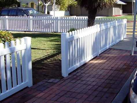 White Vinyl Picket Fence With Round Top Style And