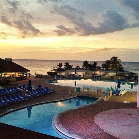 Stunning sunset at the beautiful all inclusive Holiday Inn ...