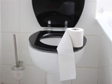 mettre du papier sur la lunette des toilettes est ce