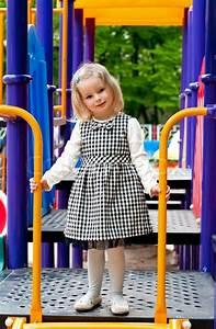 Mädchen Spielzeug 3 Jahre : ein 3 jahre altes m dchen in spielger te stockfoto ~ A.2002-acura-tl-radio.info Haus und Dekorationen