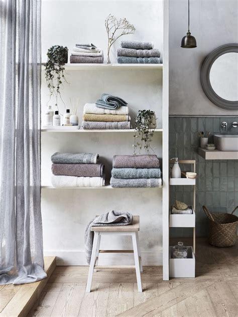 small bathroom storage ideas  ways  clear  clutter
