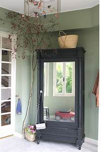17 meilleures idees a propos de murs du salon sur With couleur de peinture pour une entree 2 un couloir style retro dans lentree avec console cache