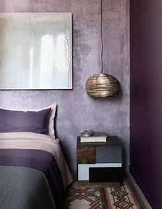 1001 idees pour la decoration d39une chambre gris et violet With tapis chambre bébé avec fleur coupée en ligne