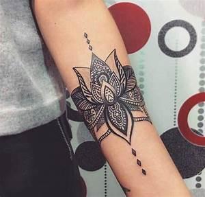 Idée De Tatouage Femme : tatouage de femme tatouage fleur de lotus noir et gris ~ Melissatoandfro.com Idées de Décoration