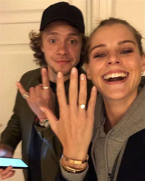 Oļega Znaroka meita apprecējusies ar savu mīļoto hokejistu ...