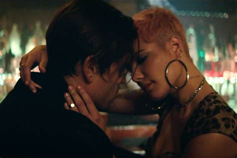 """Halsey's """"without Me"""" Video Stars A Geazy Doppelgänger Spin"""
