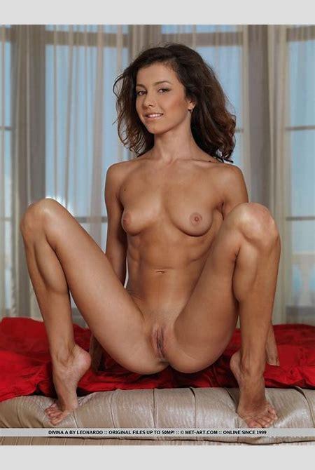Divina A Nude in Nafasi - Free Met Art Picture Gallery at EliteBabes